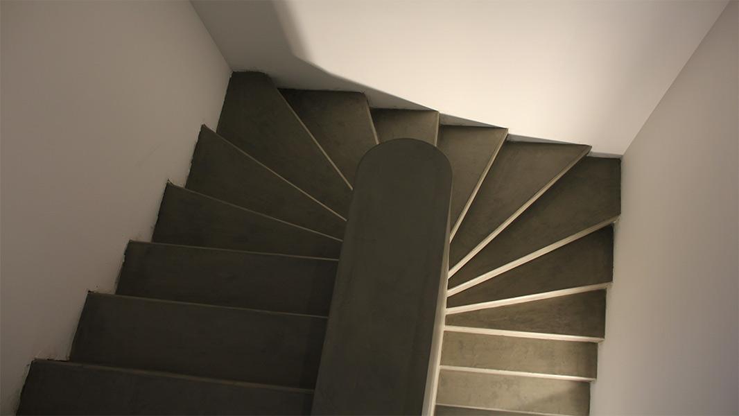Aulhiac Peintures - Artisan peintre à Labenne - Décoration - Labenne - Escalier Résine Epoxy effet béton ciré